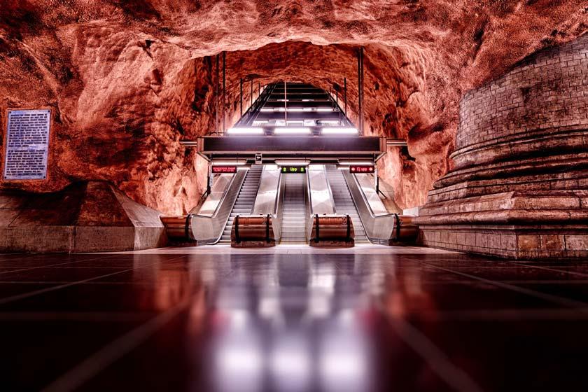 ایستگاه مترو رادهوست