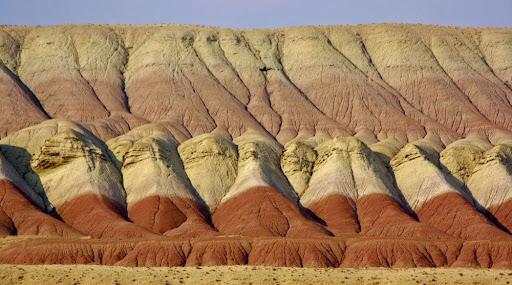 تپه های مریخی و روستای پاده