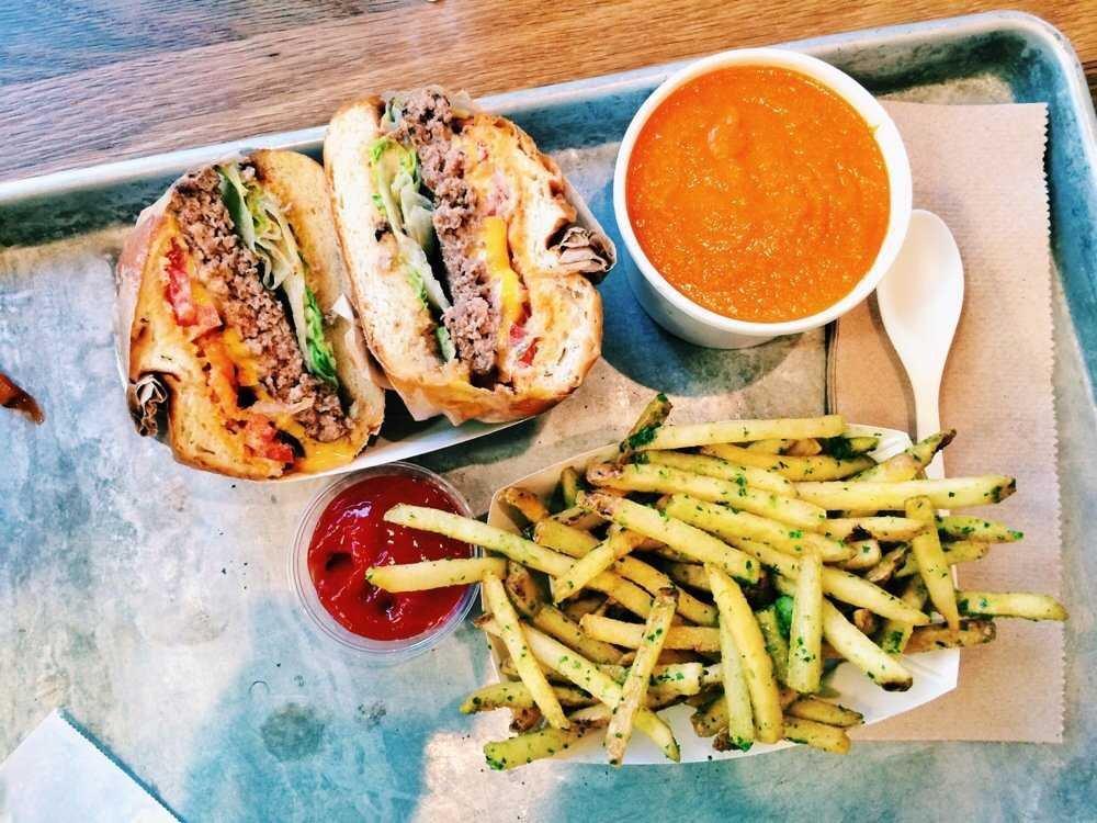 ۱۰ غذای معروف و ۱۰ غذای ممنوع از غذاهای آمریکایی