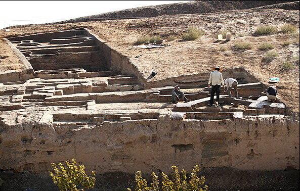 دانشگاه آزاد قم در حریم تپه هفتهزارساله