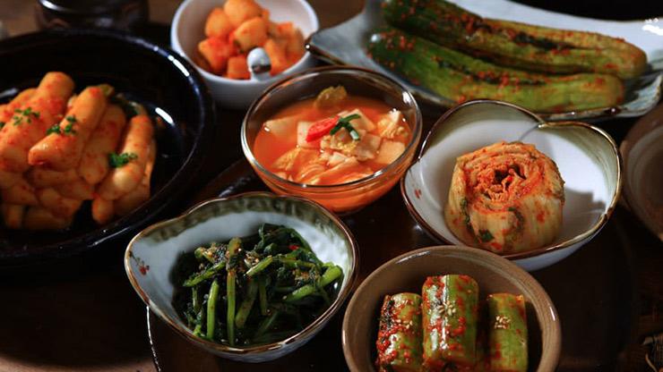 ۱۵ غذای خوشمزه کره جنوبی که شما را شیفته خود خواهند کرد