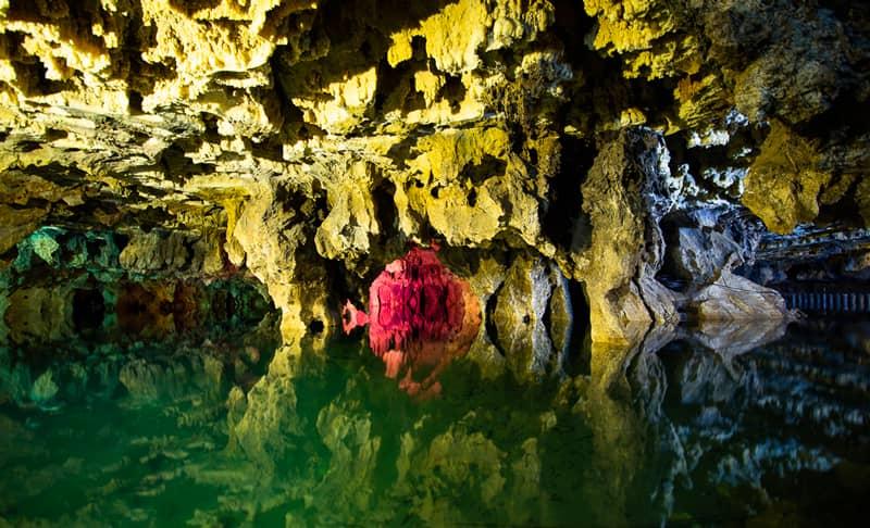 لذت بردن از زیبایی های غار علیصدر با رعایت کامل پروتکل های بهداشتی