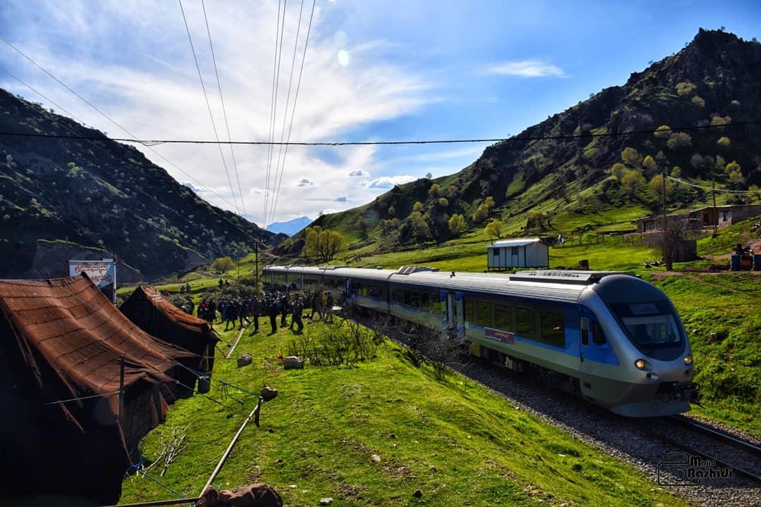 گردشگری با قطار لرستان چشم هر بینندهای را مینوازد
