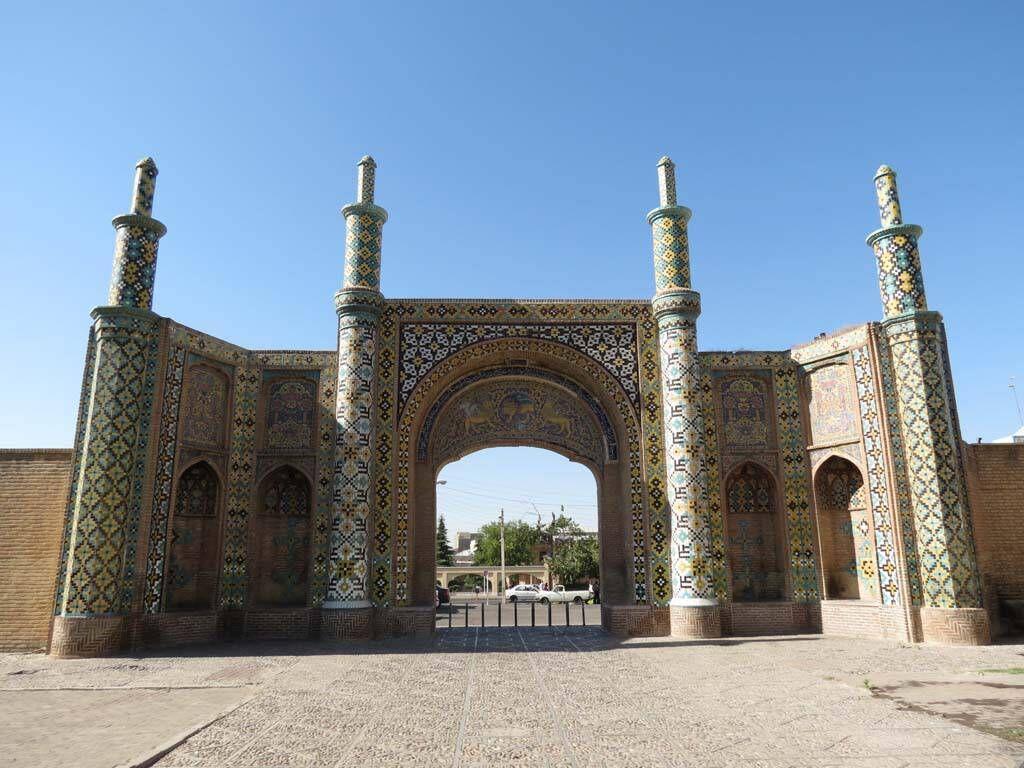 تملک پلاک درحالساخت حریم دروازه تاریخی درب کوشک در قزوین
