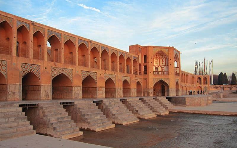 تشکیل کمیته علمی برای بررسی تأثیر فرونشست بر پلهای تاریخی اصفهان