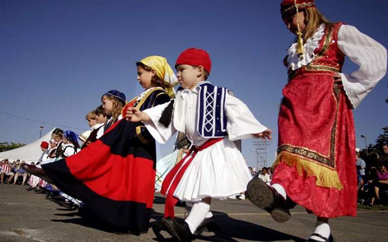 با آداب و رسوم مردم یونان آشنا شوید