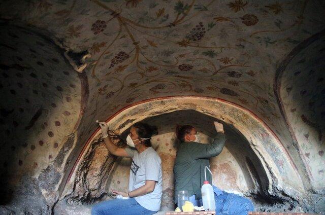 کشف صدها مقبره تاریخی در دل صخرهها